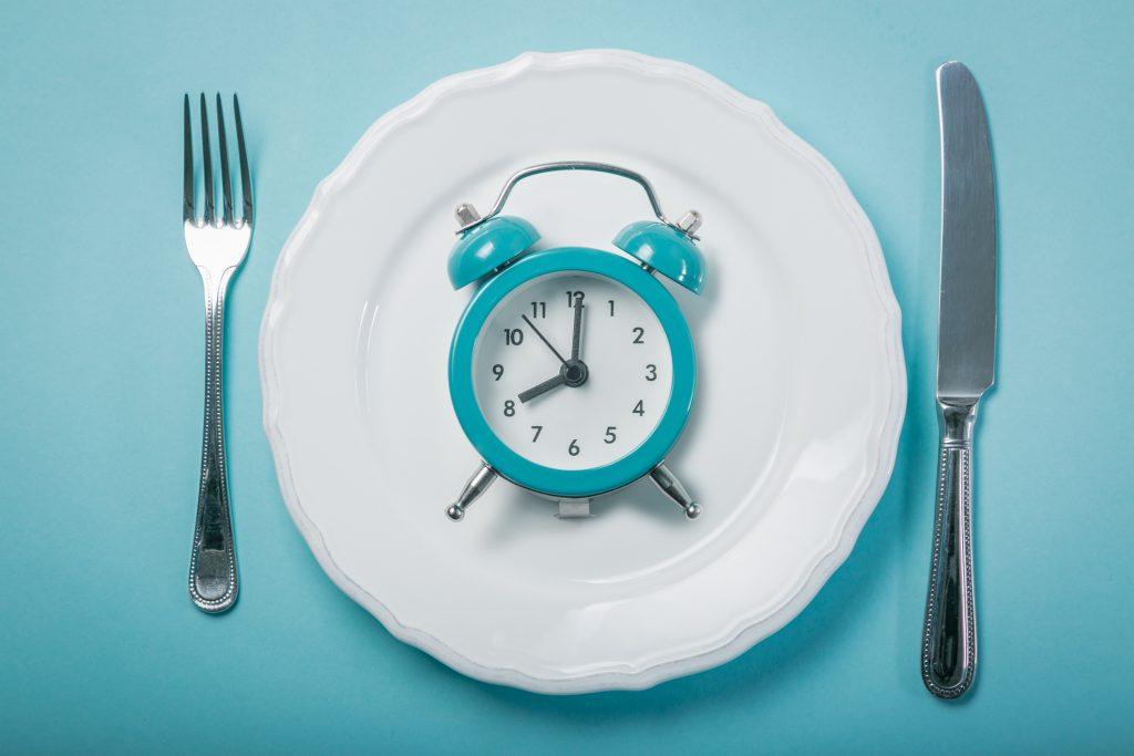 Intermittent-fasta-naturligt-åldrande-diabetes-hjärtsjukdomar-högt-blodtryck